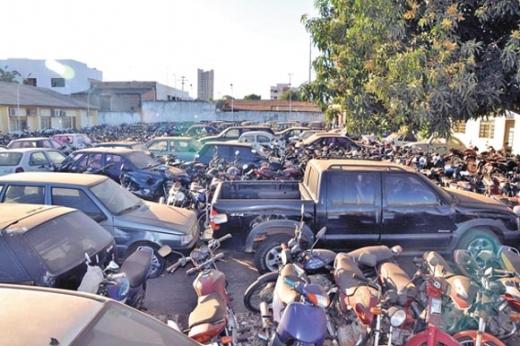 Imagem Ilustrativa: DETRAN: CARROS, MOTOS E SUCATAS.