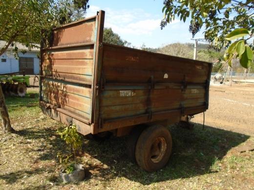 LOTE 10: CARRETA AGRÍCOLA TRITON, 5 toneladas