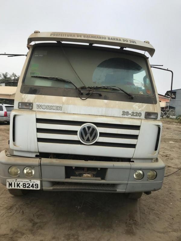 LOTE 03: CAMINHÃO VW 26.220 EURO 3 WORKER, ano 2010 e modelo 2011, placas MIK 8249