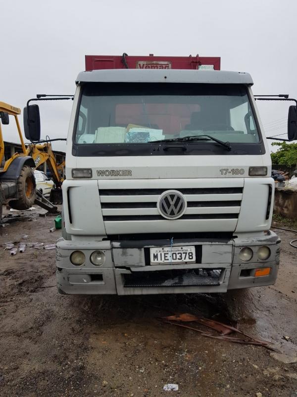 LOTE 15: CAMINHÃO VW 17.180 EURO 3 WORKER, ano 2010 e modelo 2011, placas MIE 0378