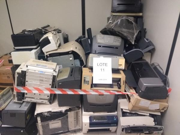 LOTE 11: Sucata de impressoras diversas. Modelos: Lexmark T640, E 320N, E 450 DNT 640, E 250N, E120;