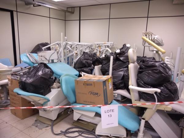 LOTE 13: Cadeiras odontológicas e periféricos.