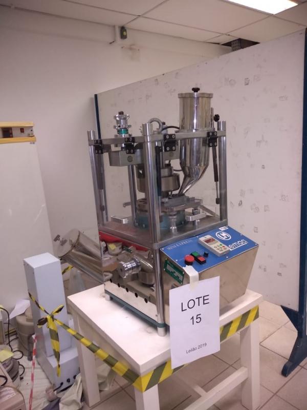 LOTE 15: Máquina de comprimidos e misturadores. Equipamento em bom estado, adquirido para utilização