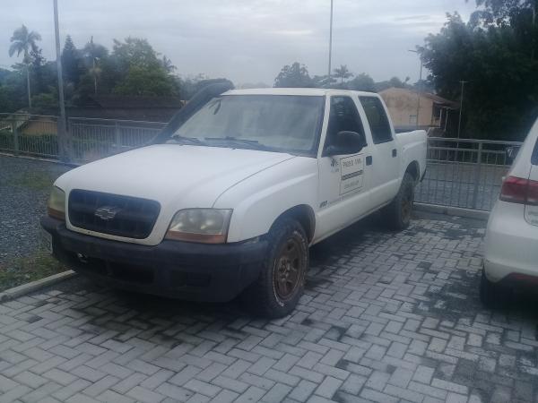 LOTE 25: Veículo S-10, Placa: MCQ-9562, RENAVAM: 778950778, Chassi: 9BG138BC02C412675, Cor: Branco,