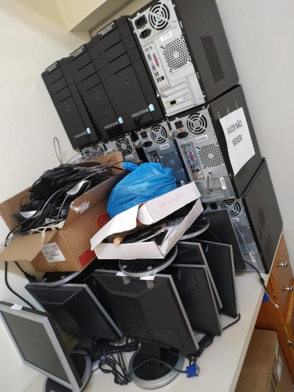 LOTE 05: LOTE DE INFORMÁTICA, contendo notebooks, monitores, CPU's, estabilizadores, impressoras, no