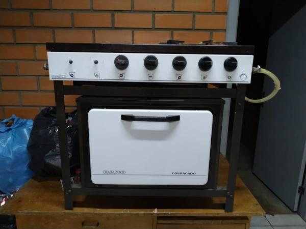 LOTE 08: LOTE DE ELETRODOMÉSTICOS, contendo máquina de lavar roupa, centrífuga, liquidificadores, fo