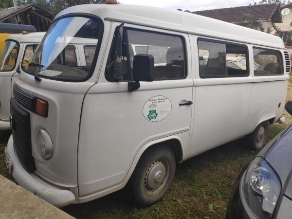 LOTE 02: VW KOMBI, ano e modelo 2012, placas MJZ 5431, renavam 453533434, cor branca, Álcool/Gasolin