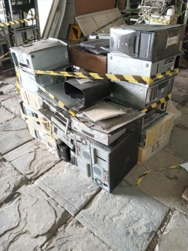 LOTE 10: LOTE DE INFORMÁTICA, contendo CPU's, monitores, impressoras, teclados, estabilizadores, rot
